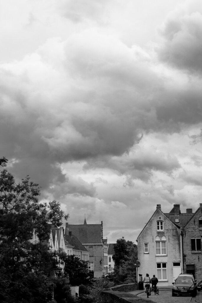 Wolken über Brügge